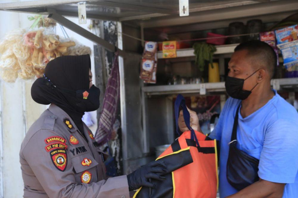 HUT Polwan ke-73 dan HKGB ke-69, Polrestabes Surabaya Bagi Sembako