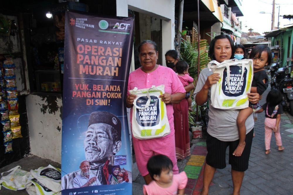 Gelar Ops Pangan Murah, ACT Surabaya Sebar 1500 Kupon