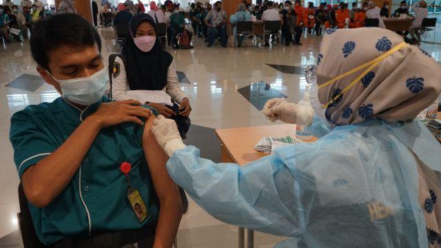 Komunitas Bandara Juanda dan 2000 Petugas Jalani Vaksin Covid-19 ke-2