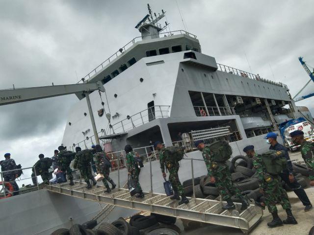 Siswa TNI AL Satdik 3 Kodiklatal Sorong Serpas Menuju KRI Teluk Lada