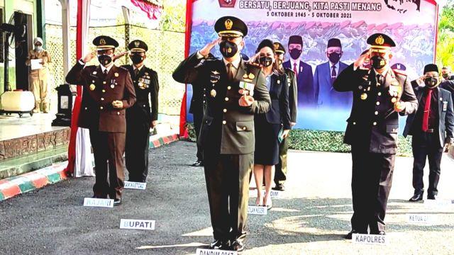 Dandim dan Forkopimda Gresik Ikuti Upacara HUT TNI ke-76