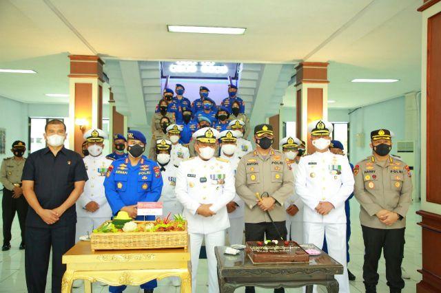 Kapolda Jatim Beserta PJU Kunjungi Mako TNI di HUT TNI ke-76