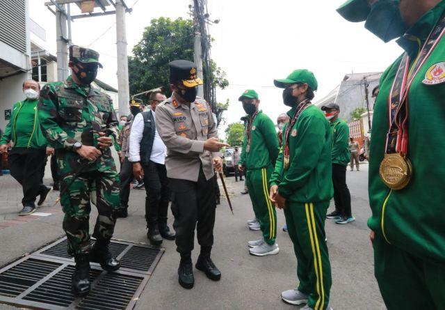 Forkopimda Cek Karantina Atlet PON Kontingen Jatim Pulang dari Papua