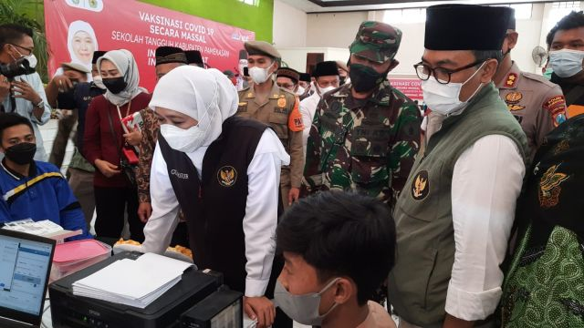 Dandim 0826 Dampingi Gubernur Jatim Cek Vaksin di Kabupaten Pamekasan