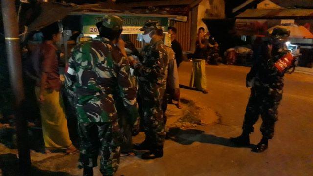 PPKM Level 3 Petugas TNI-Polri Gelar Ops Yustisi di Wilayah Kec. Kadur