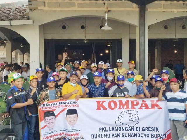 Ratusan PKL Asal Lamongan Di Gresik Sambut Bacabup Lamongan Suhandoyo